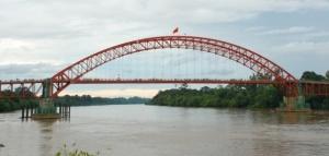 Foto Jembatan Merdeka di Sungai Barito