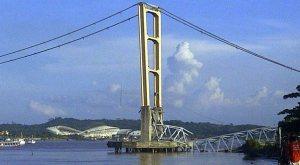 Jembatan Kertanegara di Sungai Mahakam Runtuh