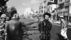 Jenderal Nguyen Ngoc Loan Mengeksekusi Tahanan Vietcong