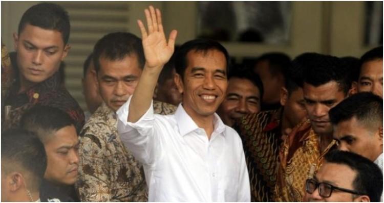 Foto Jokowi Tinggalkan Balaikota Usai Acara Perpisahan