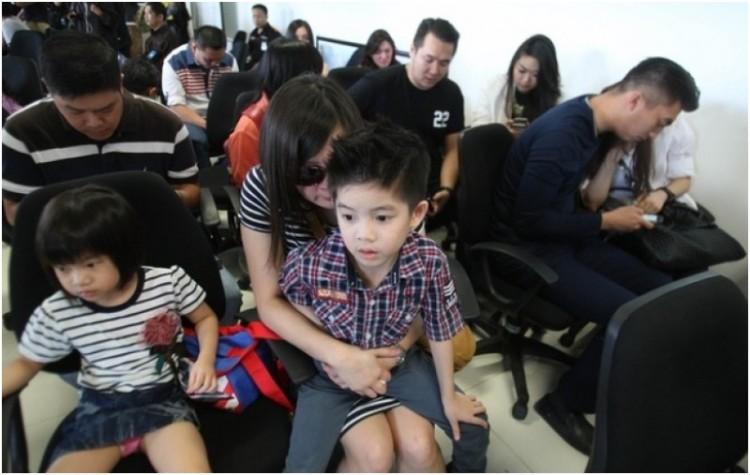 Keluarga penumpang pesawat airasia padati posko informasi untuk