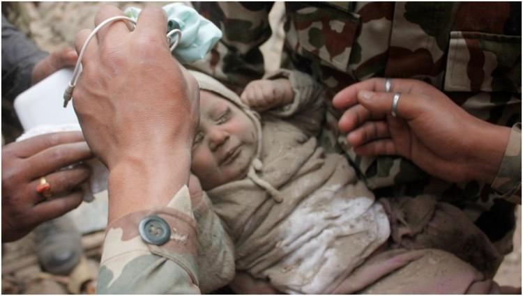 Bayi bernama Muldhoka berhasil diselamatkan tentara Nepal
