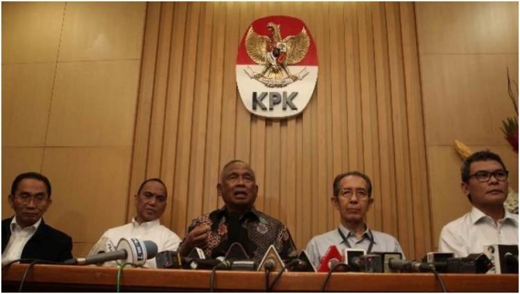 5 Pimpinan KPK gelar konferensi pers