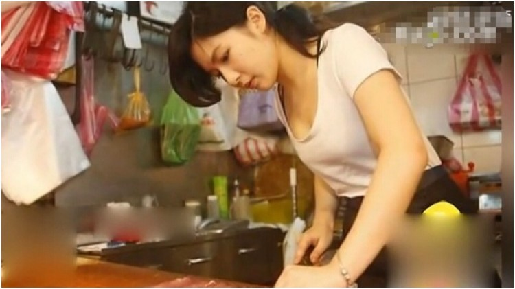Zhang menjadi tukang daging saat libur kuliah