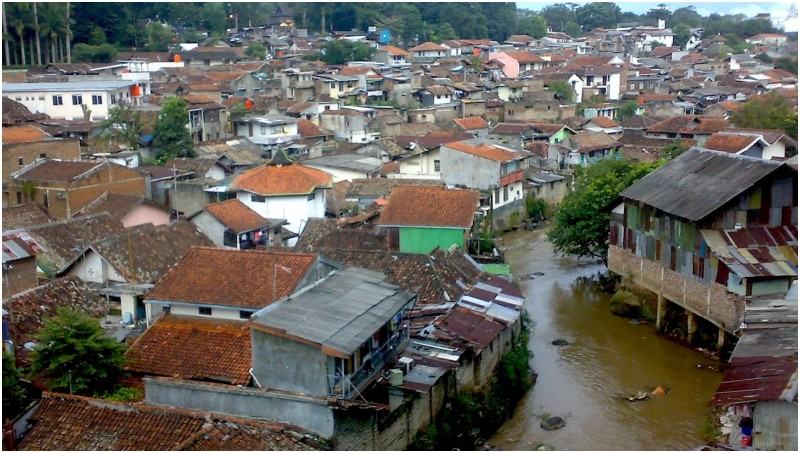 Akan Direlokasi ke Rusun Sadang Serang, Warga Sungai Cikapundung Pasrah