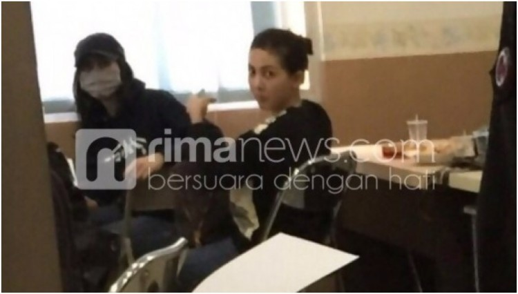 Nikita Mirzani dan Puty Revita Sari diamankan di Bareskrim Polri