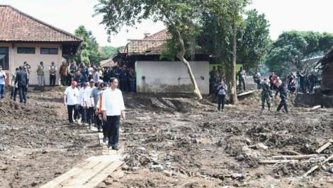 Jokowi Akan Terapkan Sanksi Sosial Nyapu Jalan BagiKoruptor?