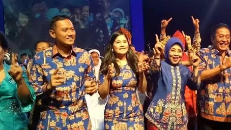Keluarga Besar SBY Berjoget di Natal Demokrat, Teriak PilihAgus-Sylvi