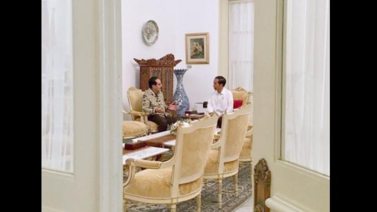Antasari Azhar berdiskusi dengan Jokowi di Istana