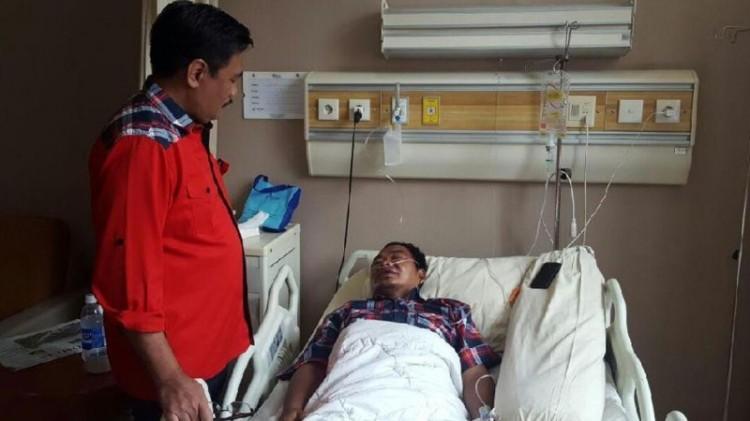 Djarot Saiful Hidayat menjenguk Widodo