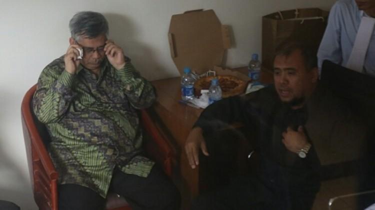 Patrialis Akbar saat mengunjungi Akil Mochtar