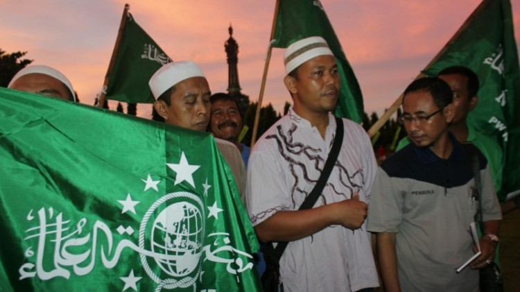 Pengurus PCNU Denpasar, M Rifa'i (kanan)
