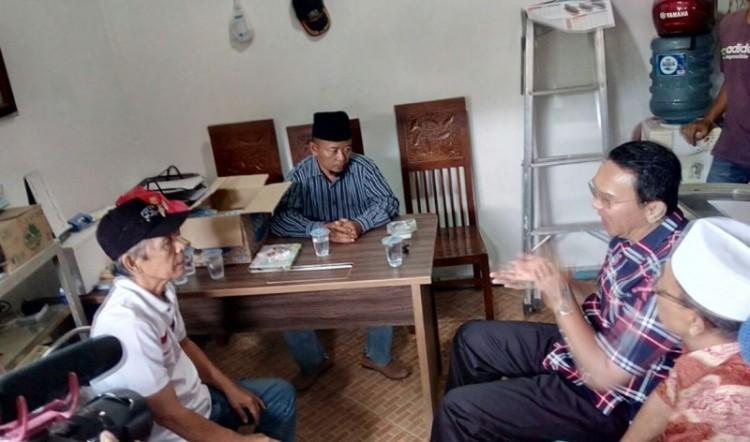 Ahok berbicara dengan warga di Jatinegara