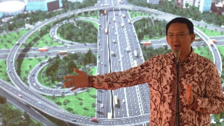 Ahok mempresentasikan pengembangan Simpang Susun Semanggi