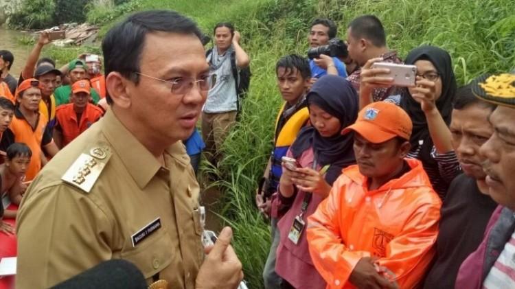 Ahok meninjau lokasi banjir di Cipinang Melayu