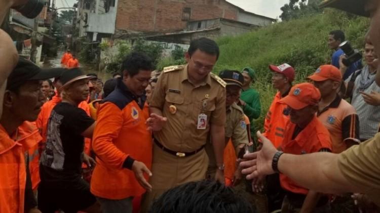 Ahok menolak ajakan untuk nyemplung di banjir Cipinang Melayu