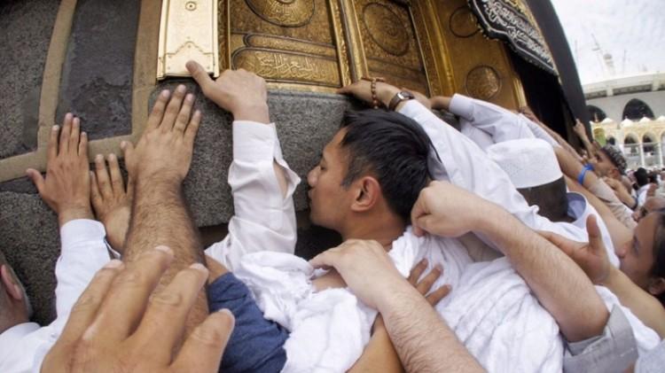 AHY berdoa di bawah pintu Kakbah