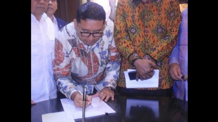 Fadli Zon menandatangani usulan Pansus Ahok Gate