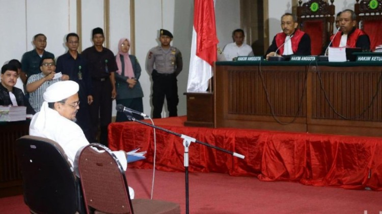 Habib Rizieq bersaksi dalam sidang Ahok