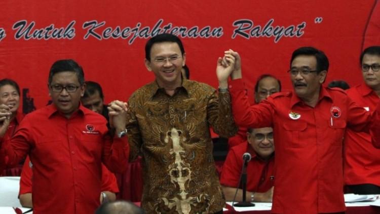 Hasto Kristiyanto bersama Ahok-Djarot