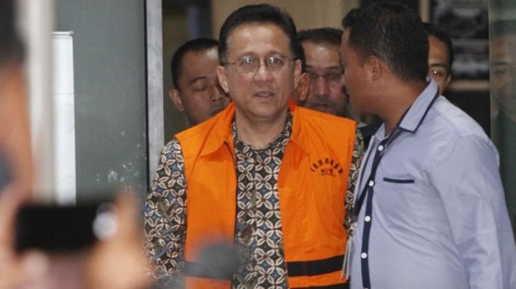 Irman Gusman keluar dari gedung KPK