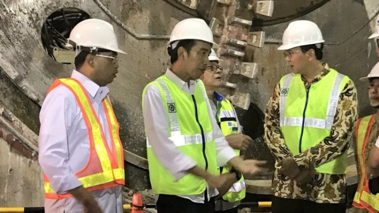 Jokowi dan Ahok meninjau proyek MRT Stasiun Setiabudi