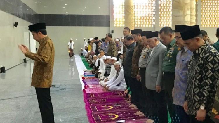 Jokowi jadi imam salat asar di Masjid Al-Fattah, Ambon