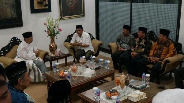 Kapolda Jawa Timur Irjen Pol Machfud Arifin mengunjungi Gus Solah di Jombang