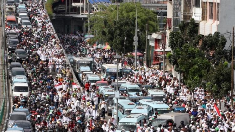 Massa Aksi 212 yang hendak menuju Monas memadati Kawasan Tanah Abang