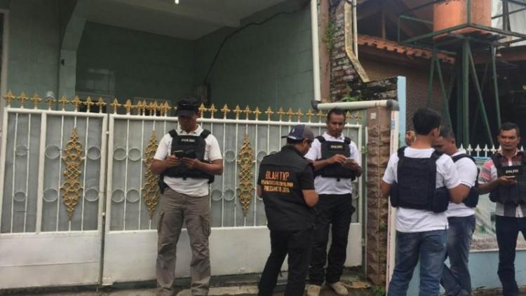 Polisi di rumah Firza Husein