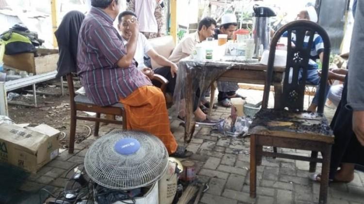Pos ronda FPI di Pasar Rebo setelah dibom molotov