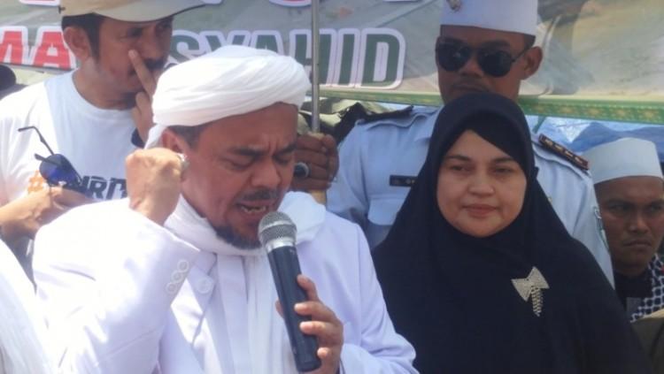 Rizieq mengunjungi korban banjir di Bukit Duri