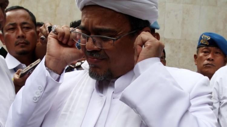 Rizieq Shihab saat tiba untuk menjalani pemeriksaan di Polda Metro Jaya