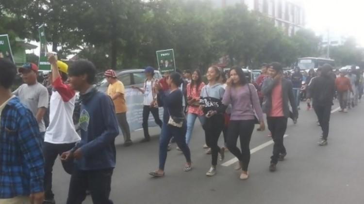 Santri tanpa kerudung demo di PBNU