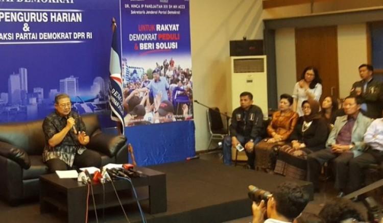 SBY memberikan keterangan pers di Wisma Proklamasi