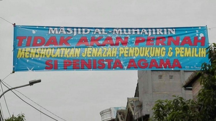 spanduk di Masjid Muhajirin Ulujami
