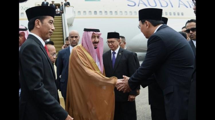 Ahok ikut menyambut Raja Salman dengan bersalaman