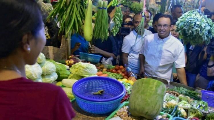 Anies Baswedan mengunjungi Fresh Market Pantai Indah Kapuk