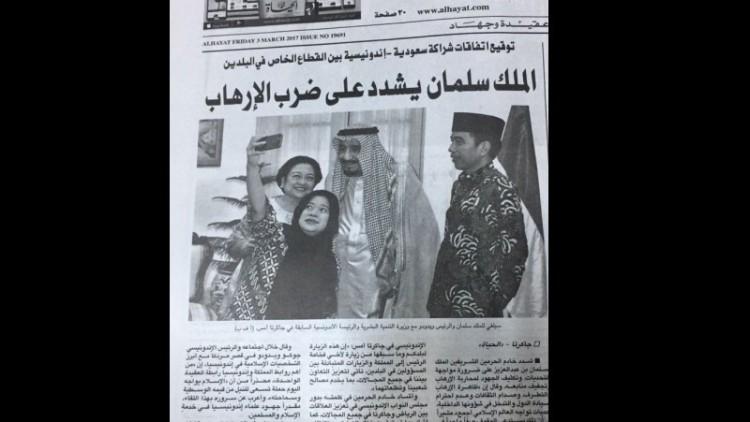 Headline koran Alhayat soal selfie Raja Salman
