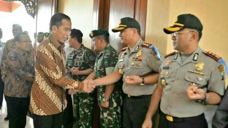 Jokowi menjenguk KH Hasyim Muzadi di Malang