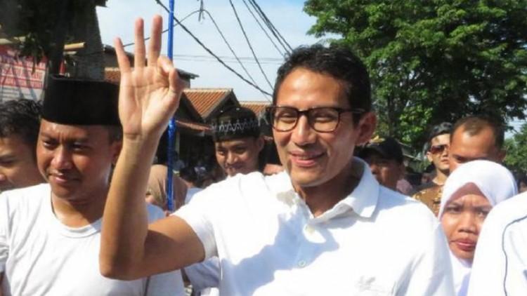 Sandiaga Uno menyapa warga dengan salam Oke Oce