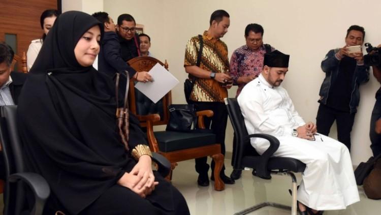 Ustad Al Habsyi dan Putri Aisyah Aminah saat sidang cerai