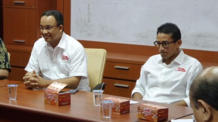 Anies Baswedan dan Sandiaga Uno saat berkunjung ke gedung Dewan Pers