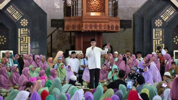 Anies menghadiri acara isra mi'raj di Masjid At-Tin