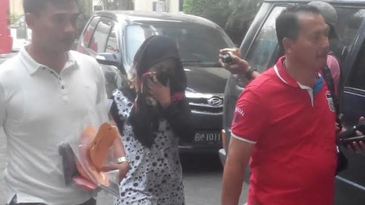 Istri Andi Lala, Reni Safitri saat diamankan polisi
