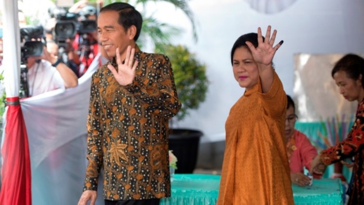Jokowi dan Iriana usai nyoblos di Pilgub DKI putaran pertama