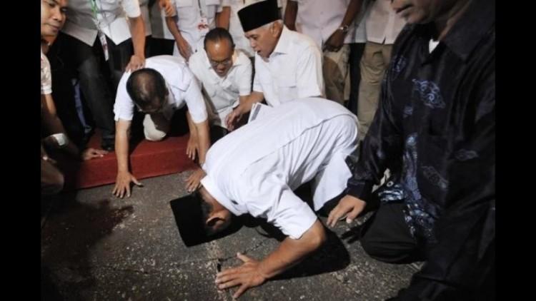 Prabowo Subianto sujud syukur di Pilpres 2014