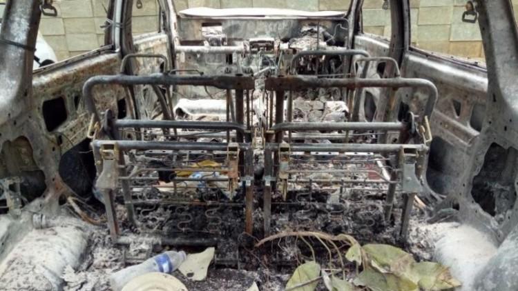 Rangka mobil yang terbakar