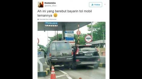 Ini Cerita Sebenarnya Soal Foto 2 Mobil Berebut Masuk di Pintu TolMakassar