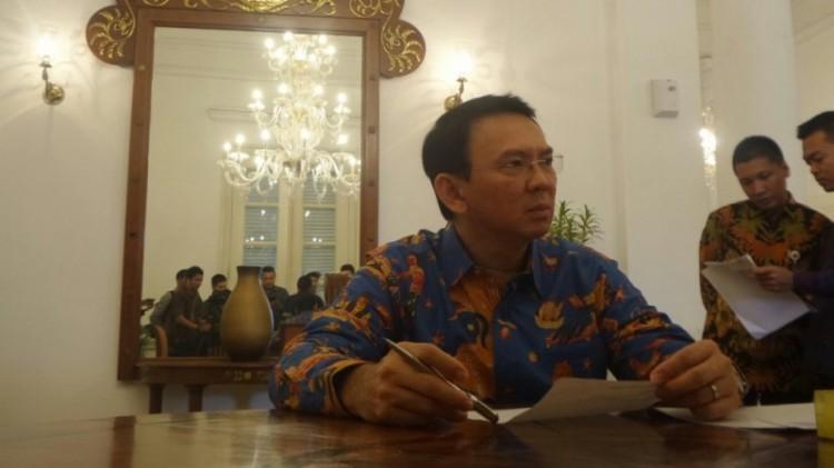 Ahok menerima aduan warga di Balai Kota DKI Jakarta